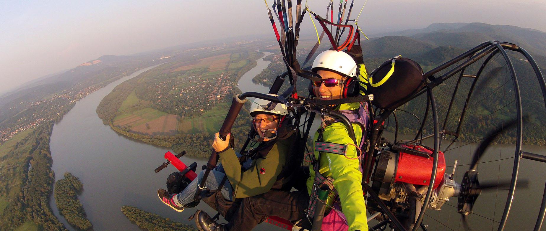 Motoros siklóernyőzés a Dunakanyarban,kamerafelvétellel