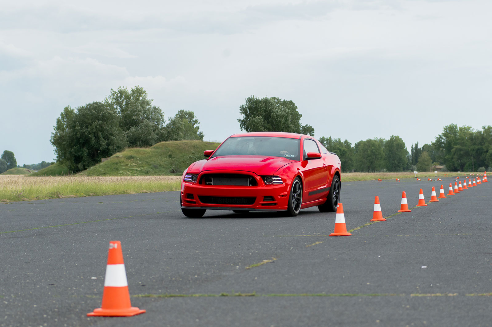 Vezetéstechnikai tréning és élményvezetés Ford Mustang BOSS-szal DRX ringen