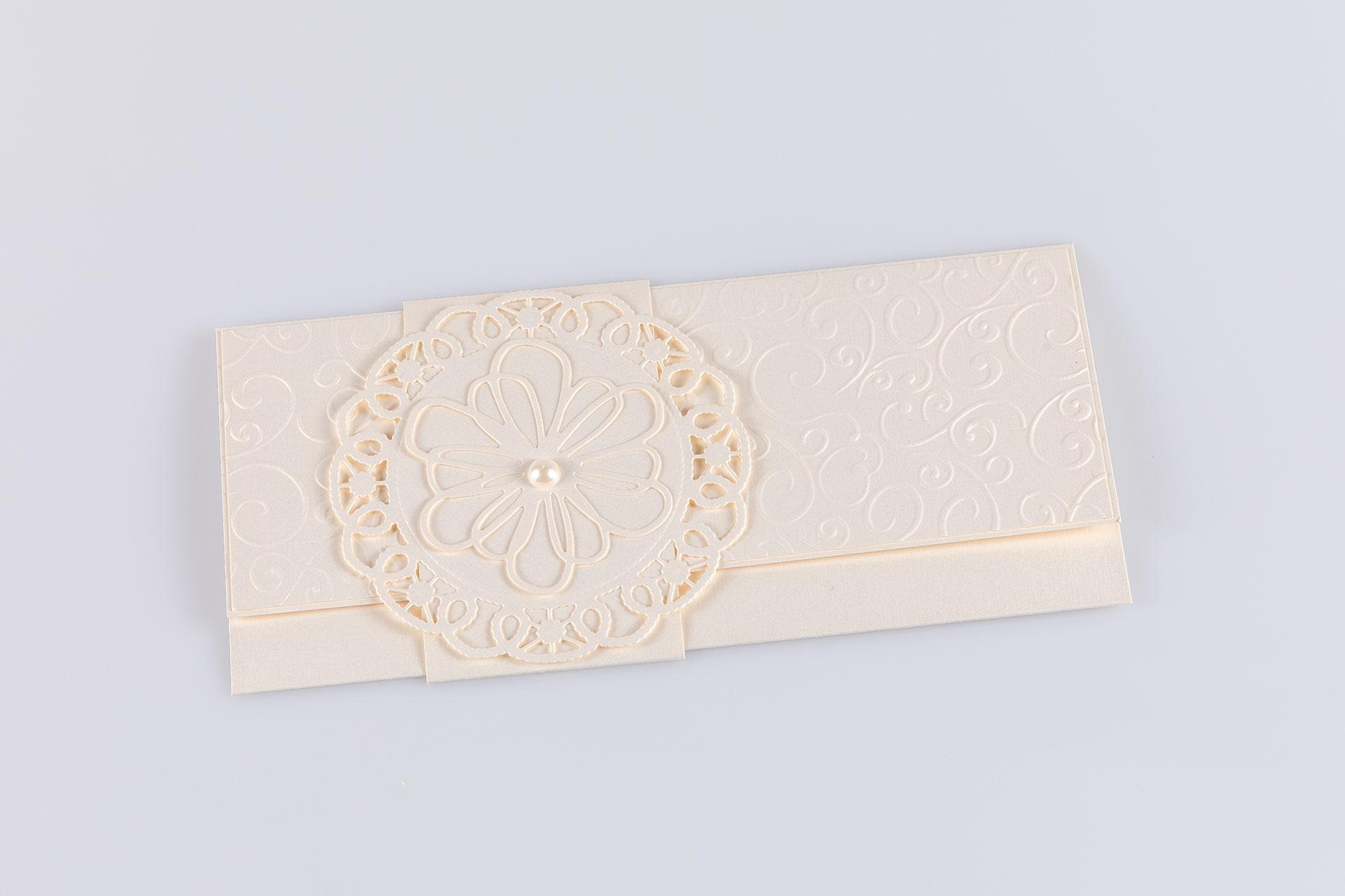 Gyöngyházfényű csipkés boríték