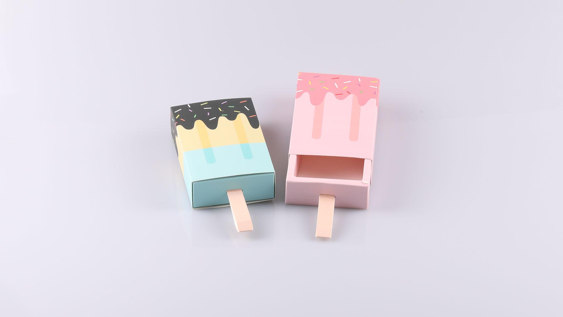 Jégkrém formájú kártyatok plasztik kártyához