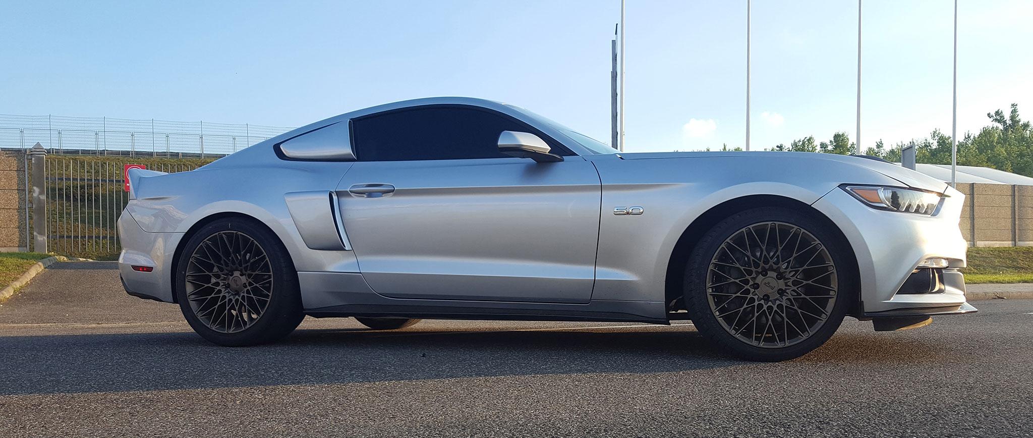 Amerikai Izomautó csomag, Dodge-Mustang élményvezetés az Euroringen