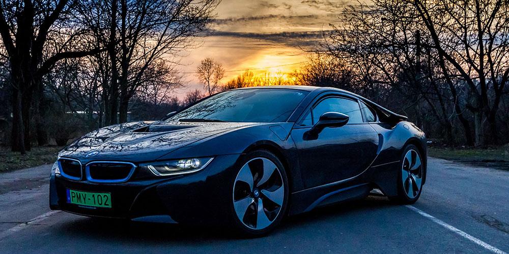BMW i8 Coupé utcai élményvezetés
