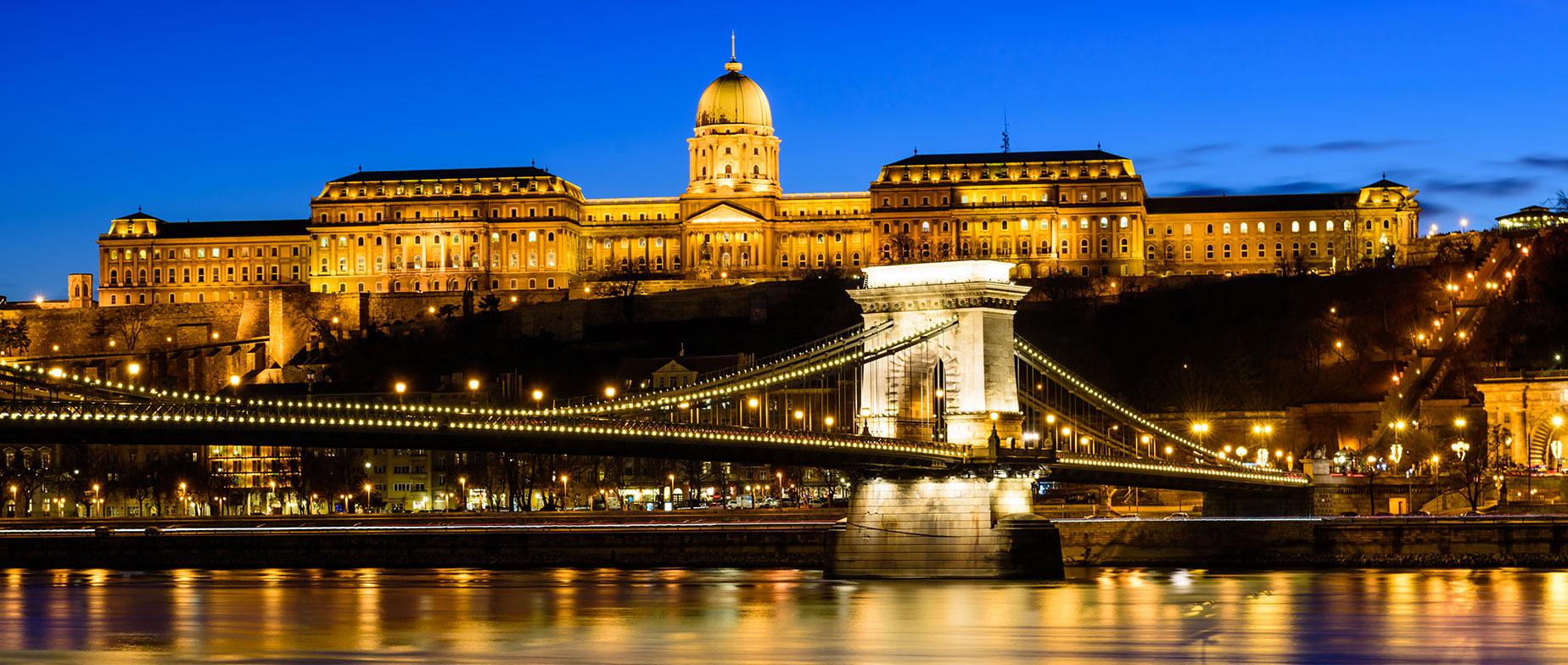 A főváros éjszakai fényei Budapest TukTukkal