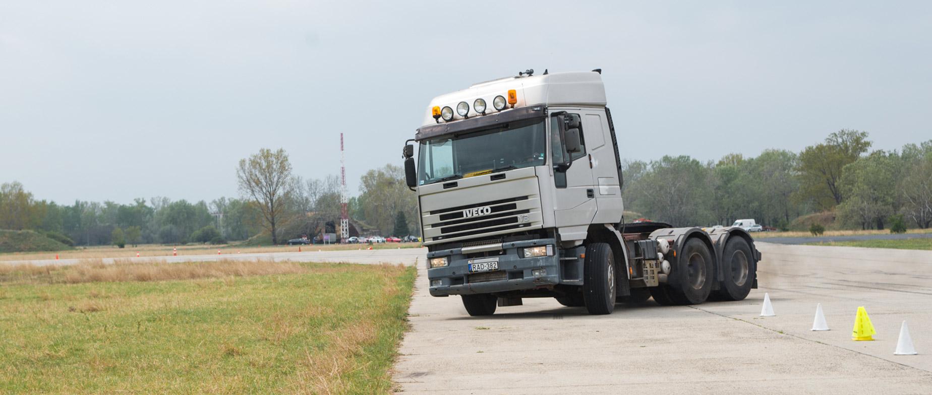 Iveco  520 kamion vezetése tesztpályán