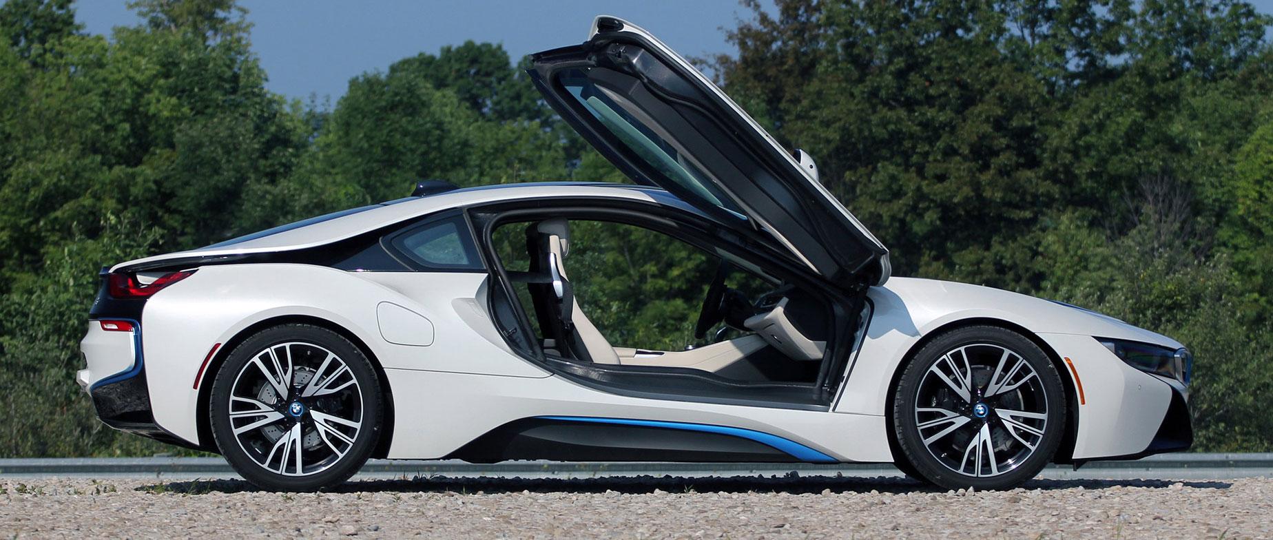 BMW i8 1.5 Plug-in hybrid élményvezetés a Kakucsringen