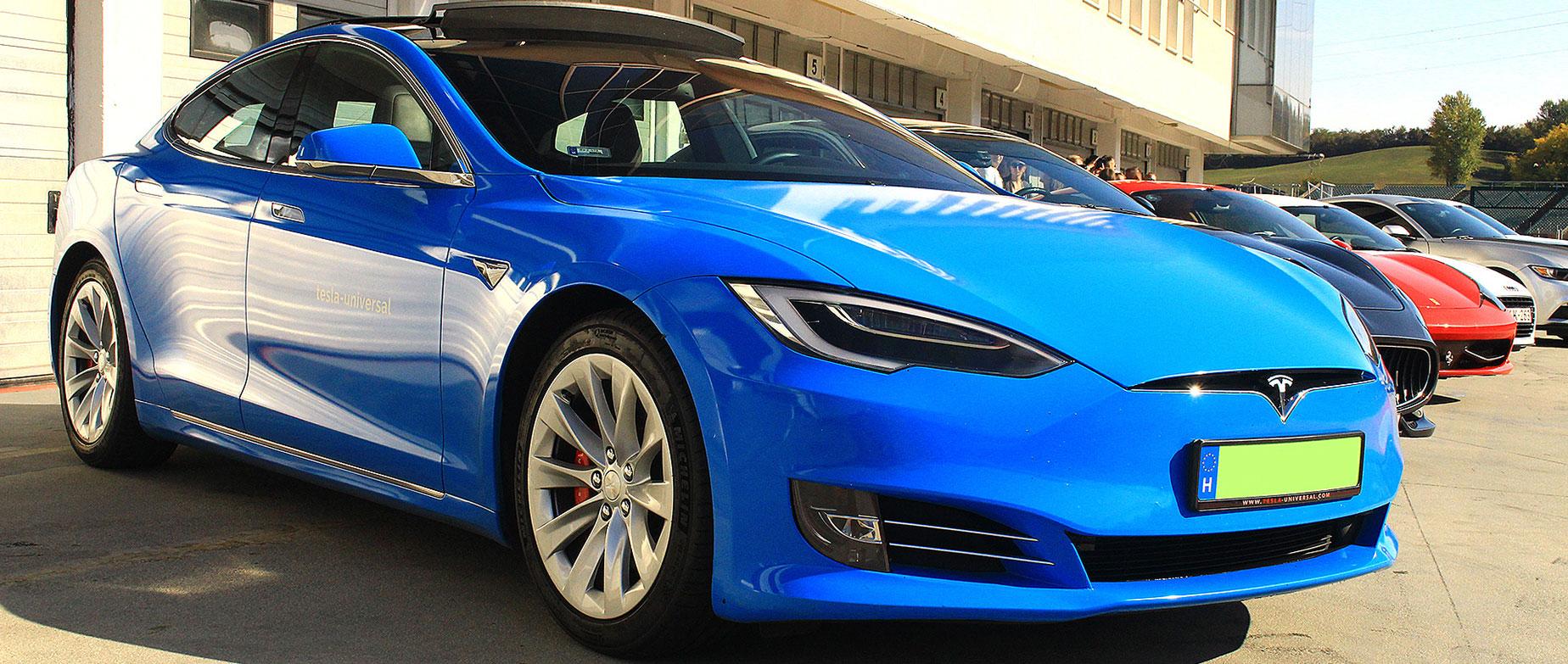 Tesla Model S P100 D élményvezetés a Kakucsringen