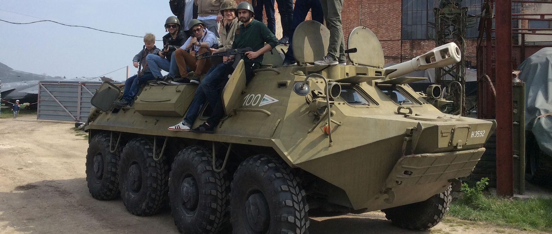 BTR 60 gumikerekes páncélozott szállító jármű vezetése