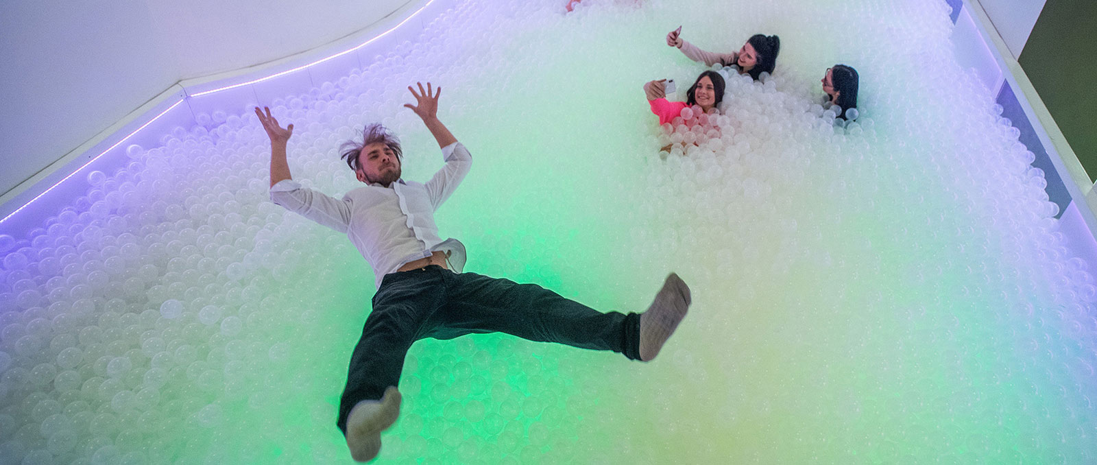 Museum of Sweets and Selfies - Bubbles, hazánk első Bubble Pool Bárjával