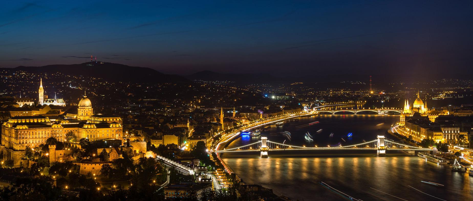 Budapesti romantikus esti városnézés luxusautóval