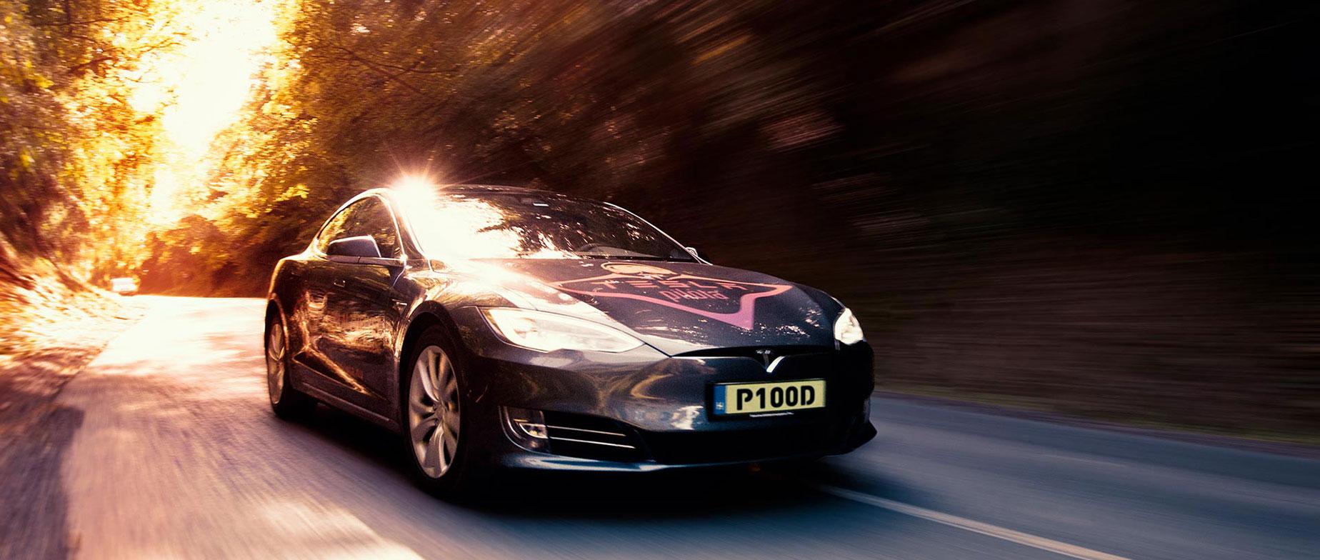 Tesla P100D közúti élményvezetés